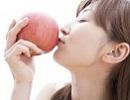 女性 りんご.jpg
