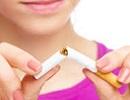 女性 タバコを折る.jpg