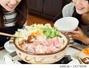 女性 鍋料理.jpg