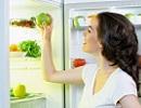 女性 冷蔵庫.jpg